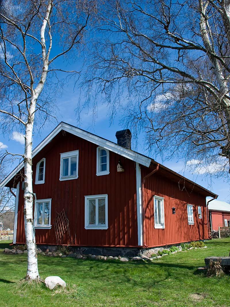Sommarhuset från älvsidan.